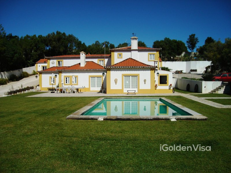 Property with 2 houses in Sintra