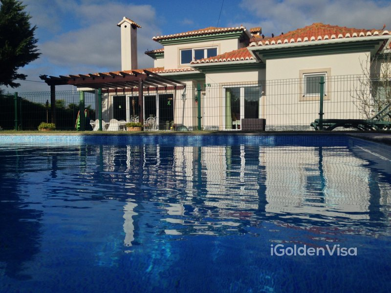Villa with Pool and Lake - Sintra